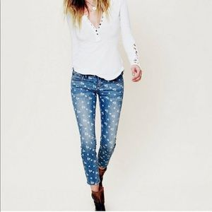 Free People • Ditsy Floral Ankle Skinny Jeans